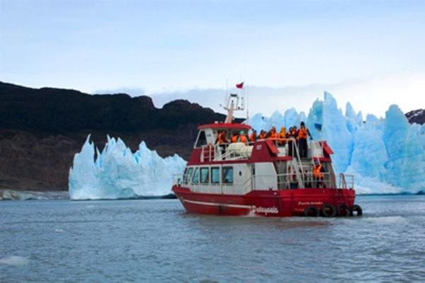 Boat trip on the Grey glacier