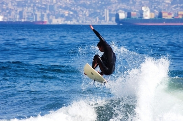 Surfing in Viña del Mar