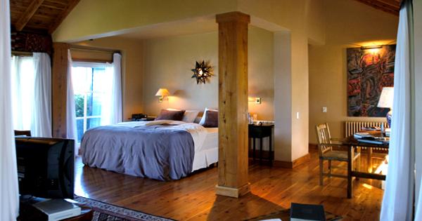 luxury-hotels-patagoniabariloche-lake-district-las-balsas-gourmet-hotel-spa-slide-1_lg.jpg
