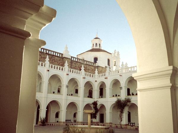 Claustro, Sucre