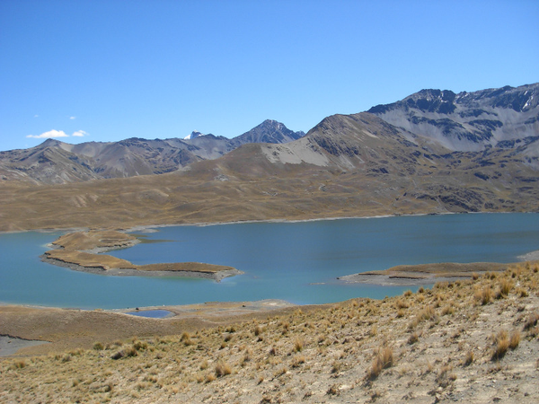 Laguna Tuni, cerca del pueblo de Tuni, Cordillera Real