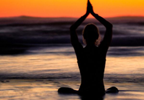 Yoga%20au%20coucher%20du%20soleil,%20Costa%20Rica