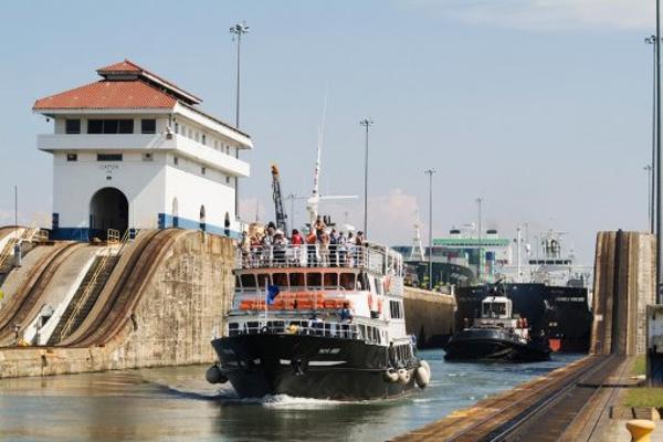 tour-en-bateau-sur-le-canal.jpg