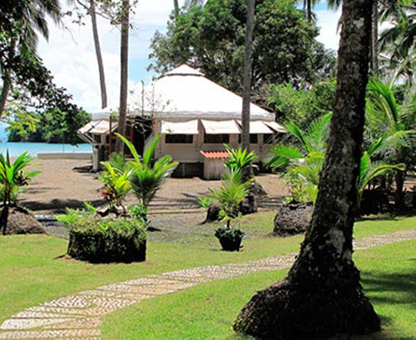 panama-islas-secas-lodge-plage-bungalow.jpg