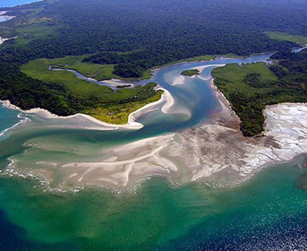 panama-islas-secas-lodge-plage-vue-aerienne.jpg