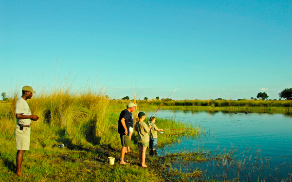 Après midi pêche en famille au Botswana.