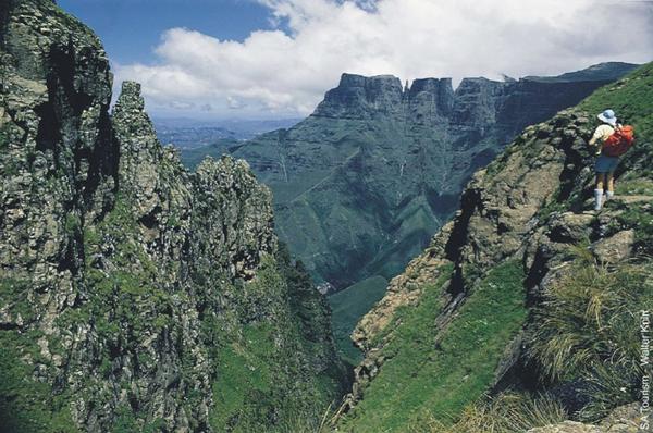 hiking-in-drakensberg-01300418b.jpg