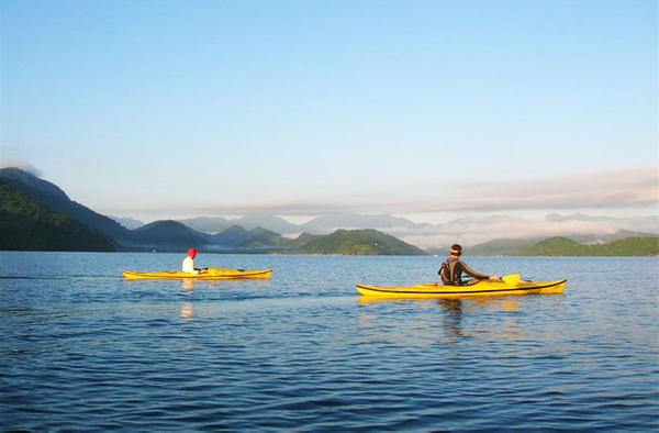 Kayaking in Saco do Mamangua, Costa Verde