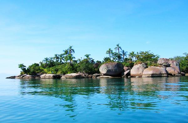 Baie des pêcheurs à Paraty