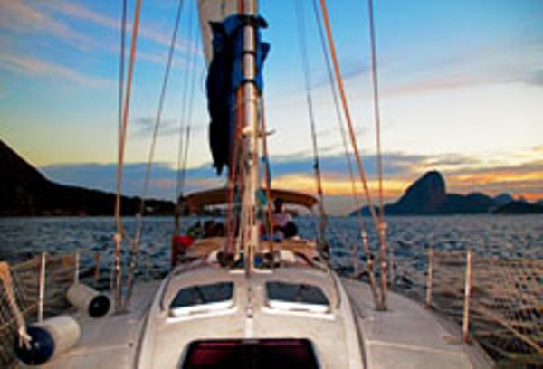 Voilier dans la baie de Rio de Janeiro