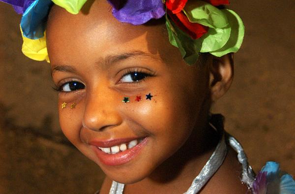 Un enfant au carnaval de Rio