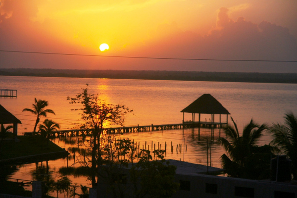 bacalar-sunsetcd6d2c3fb083e8505c9d6add296e4fd2.jpg