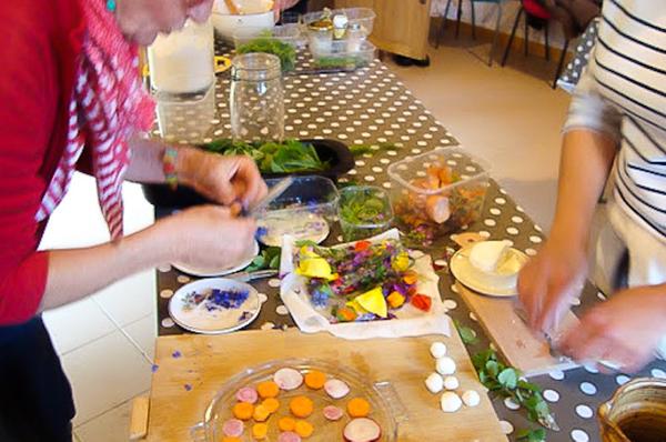 56e6f937941a9-atelier-cueillette-et-cuisine-de-plantes-sauvagesweb.jpg