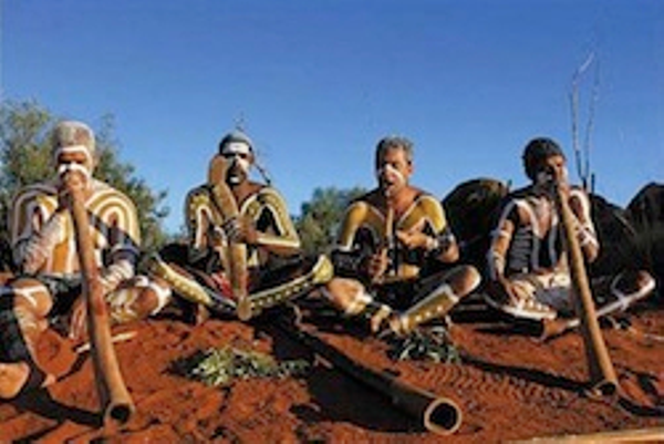 Aborigènes%20jouant%20du%20didgeridoo