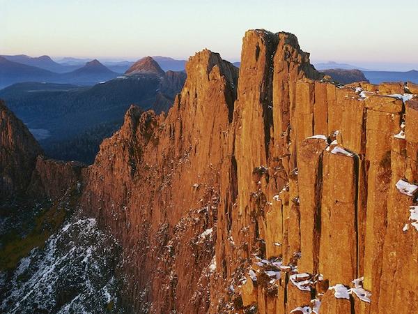 dawn_on_mount_geryon__cradle_mountain-lake_saint_clair_national_park__tasmania__australia.jpg